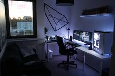 BLACK & WHITE OFFICE / BUILD