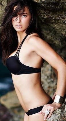 Adriana Lima's black string bikini style id