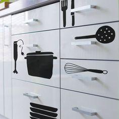 Vinilo para la cocina de utensilios colgados con la frase emocionar antes que alimentar - Pegatinas para cocina ...