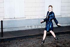 Albino, glamour e luce per il look delle Feste