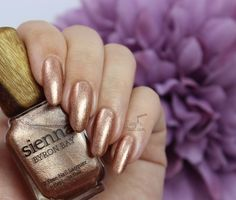 Sienna Byron Bay Polish: ❤ Grace ❤ ... a metallic rose gold nail polish with foil-like finish. It has a mixture of metallic rose gold and copper particles.  A 7-free polish. Vegan.