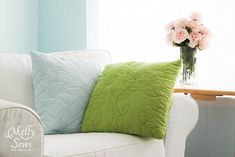 Sewing Pillows Directions for Modern and easy quilted pillows by Melly Sews - WAY more fun and easy than you might think! - Easy to make quilted pillow tutorial Couch Pillows, Cushions, Garden Route, Pillow Tutorial, Quilt Tutorials, Craft Tutorials, Craft Ideas, Sewing Pillows, Quilted Pillow