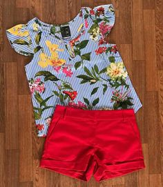 Little red shorts but with either now frills on the sleeves or a simpler color top Little Girl Outfits, Little Girl Fashion, Toddler Outfits, Kids Outfits, Kids Fashion, Cute Outfits, Fashion Outfits, Baby Girl Dresses, Baby Dress