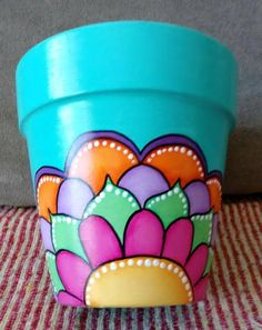 Risultati immagini per manjula macetas Flower Pot Art, Flower Pot Design, Clay Flower Pots, Flower Pot Crafts, Clay Pot Projects, Clay Pot Crafts, Fun Crafts, Diy And Crafts, Painted Plant Pots