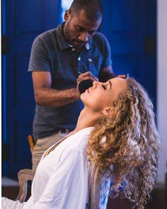 .getting ready. (#tbt do making of desse casamento incrível) #tbt #fotografiafecasamento #fazendasaomathias #makingof #casamentodedia #bride #beautifulbride #beauty #makeup #casamentoemilhabela