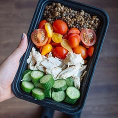 Simple lunches are the best  Love this combo of cherry tomatoes, crunchy cucumbers and shredded chicken  Add some dressing, put a lid on it and shake it up ✌️️ You got yourself one satisfying meal. @21dayfix containers: 1 red, 1 green, 1 yellow, 1 orange (dressing), 2 tsp #fitfood #mealprep #21dayfix