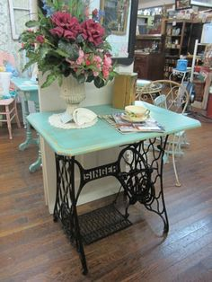 Transform Vintage sewing machine cabinet- to a cute table Sewing Machine Tables, Treadle Sewing Machines, Antique Sewing Machines, Repurposed Furniture, Vintage Furniture, Painted Furniture, Furniture Makeover, Diy Furniture, Singer Sewing Tables