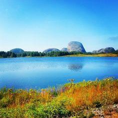 The island Værlandet, Sogn og Fjordane, Norway Amazing Places, Norway, The Good Place, Island, Mountains, Nature, Travel, Block Island, Naturaleza