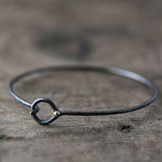 oxidized silver bracelet  Faire avec brass + coils de cuivre et/ou brass Oxider bracelet avant de mettre coils - viceversa.