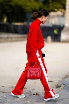 Red Street, Street Wear, Look Street Style, Casual Outfits, Casual Clothes, Fashion Show, Fashion Trends, Colorful Fashion, Pantone