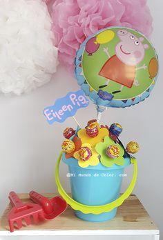 Diy centro de mesa de Peppa pig para una mesa dulce.  Diy Peppa pig Centerpiece  #peppapig #peppapigpartytheme Fiestas Peppa Pig, Cumple Peppa Pig, Peppa Pig Birthday Cake, Baby Birthday, Birthday Party Decorations Diy, 4th Birthday Parties, George Pig, Cake And Cupcake Stand, Pig Party