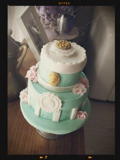 shaby chic fondant cake