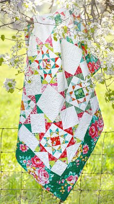 Join Jenny, Natalie, and Misty for a Triple Play this week featuring our namesake, the Missouri Star! Learn how to make three new and unique quilts, including Natalie's Seeing Double Quilt, featuring this classic block. Follow the link below to watch the free triple play tutorial now! Quilting Tutorials, Quilting Projects, Sewing Projects, Star Quilts, Quilt Blocks, Scrap Quilt Patterns, Patchwork Quilting, Double Quilt, Missouri Star Quilt