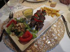 Brocheta de Venado con salsa de mostaza - Restaurante La Casa Torcida, Saldaña