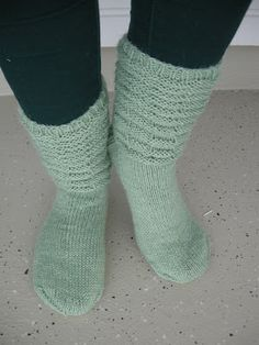 Hennin, Knit Or Crochet, Socks, Knitting, Tricot, Breien, Sock, Stricken, Weaving
