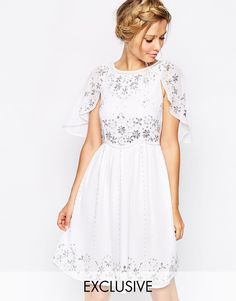 Frock and Frill Embellished Skater Dress With Cape Detail - taille 38 - maintenant 80,49 euros