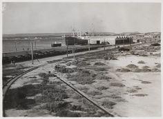 BA597/28: Ship alongside Geraldton Wharf, ca 1932 http://encore.slwa.wa.gov.au/iii/encore/record/C__Rb4309344?lang=eng