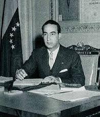 El 27 de noviembre de 1950, un nuevo Gobierno, presidido por un civil, el Dr. Germán Suárez Flamerich (en la foto) fue instaurado en Venezuela, cuando los representantes de las Fuerzas Armadas determinaron modificar el acta de Constitución del Gobierno Provisorio, de fecha 24 de noviembre de 1948.