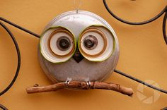 pot lid owl - So cute! Owl Crafts, Diy Arts And Crafts, Crafts To Make, Recycled Garden Art, Recycled Crafts, Metal Yard Art, Metal Art, Owl Art, Bird Art