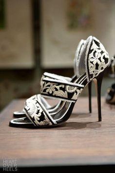 Black + White Manolo Blahnik pumps for a Pretty Shoes, Beautiful Shoes, Cute Shoes, Me Too Shoes, Beautiful Ladies, Gorgeous Heels, Fab Shoes, Unique Shoes, Beautiful Pictures