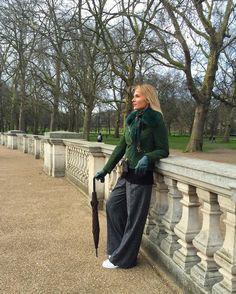 Любуюсь на #букингемскийдворец и пусть Вас не вводят в заблуждение сухая земля и зеленый газончик тут нереальный колотун!!! #londonisthecapitalofgreatbritain #beautifuldestinations #blondgirl #love #travel #havefun #great #view #streetstyle #style #London #walking #instagood by nataliya_drozdova