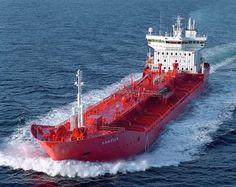 Crude tankers move large quantities of unrefined crude oil Jet Ski, Tanker Ship, Oil Tanker, Merchant Marine, Big Oil, Float Your Boat, Crude Oil, Transporter, Boat Design