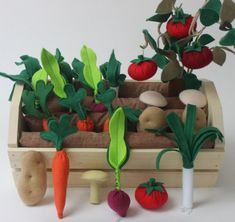 """Handmade Holidays Gift Ideas & Resources ~ Fun with Felt Handmade Holidays: Plantable Garden Vegetables & Fruits Pretend Play Set by Prodigal Pieces www. Képtalálat a következőre: """"felt garden"""" Come be inspired to create for the young and young-a Kids Crafts, Baby Crafts, Diy And Crafts, Sewing Projects, Craft Projects, Felt Play Food, Diy Toys, Handmade Toys, Diy For Kids"""