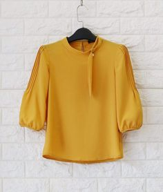Muslim Fashion, Hijab Fashion, Fashion Outfits, Blouse Batik, Blouse Dress, Crop Top Designs, Blouse Designs, Stylish Tops, Casual Tops
