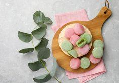 O sorvete Mochi tem poucas calorias, é vegano e super saboroso. Mostraremos o que há dentro e como você pode fazer em casa. Mochi Ice Cream, Coffee Recipes, Savory Foods, Savory Snacks, Diy Home, Salads, Gastronomia, Sweets