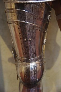 Leg defenses - cuisse and poleyn Leg Harness, Knight Armor, Armor Concept, Medieval Armor, Sticks And Stones, Medieval Fashion, Fancy, Heavy Metal, Metal Working