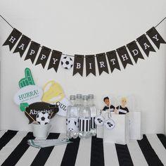 """Dekoration - Kindergeburtstag """"Fußball"""" Bastelset   Einladung - ein Designerstück von Limmaland bei DaWanda Birthday Party Decorations, Birthday Parties, Birthday Cake, Football Crafts, Party Set, Fiber Rich Foods, Football Birthday, Wall Tattoo, Flower Oil"""