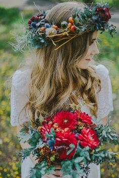 40 Beautiful And Bold Fall Floral Crowns For Brides | HappyWedd.com