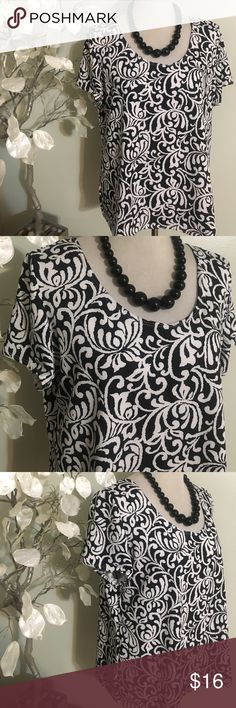 KIM ROGERS TOP Beautiful top in excellent condition, made of polyester and spandex Kim Rogers Tops Blouses