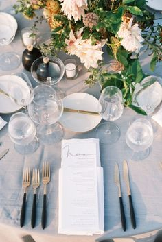 La Tavola Fine Linen Rental: Tuscany Natural with Tuscany White Napkins   Photography: Matt Rice, Event Planning & Design: Beijos Events, Florals: Hawthorne Floral Studio, Lighting: Lux Rentals, Calligraphy: A Fabulous Fete, Rentals: Theoni Collection and Found Vintage Rentals