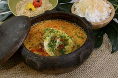 Guiso de raya Hipster Food, Iron Pan, Fish Recipes, Hummus, Curry, Lime, Coconut, Ethnic Recipes, Kitchen