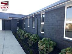 Premier Country Brick Straight Edge in Black Magic - House bricks NZ premium house brick cladding, brick house exterior,house brick ideas,house brick colors,house bricks design