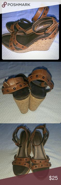 💕SALE💕 Sonoma Brown Studded Wedges NEVER WORN.... Cork wedge w brownish bronzish studs..... Feel free to ask any questions like additional pics or measurements. ✅Make an offer through OFFER button ONLY ✅Negotiations welcome ❌No trades ❌No PayPal ✴Bundles encouraged✴ Sonoma Shoes Wedges