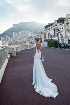 Nicole Spose presenta la collezione abiti da sposa 2017 AlessandraRinaudo, guarda gli abiti delle nostre collezioni sposa, accessori per la sposa, scegli la tua linea e inizia a sognare