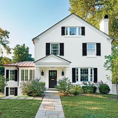 Southern Living Exterior Paint Colors the Best Exterior Paint Colors for Farmhouses White Exterior Paint, White Exterior Houses, Exterior Paint Colors For House, Paint Colors For Home, White House Exteriors, Exterior Paint Ideas, Exterior House Paint Colors, Exterior Design, Outside House Paint Colors