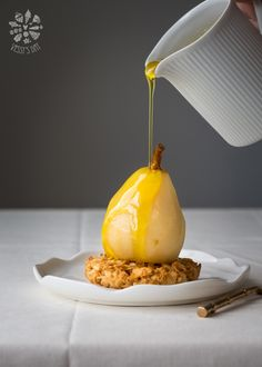 Saffron poached pears with oat cookies | Vessy's day