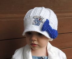 Handmade Girls University of Kentucky Crochet Newsboy Hat with Patch and bow / UK Baby / Photo Prop / Custom Made Infant, Baby