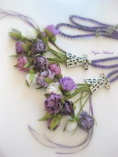 Diy Ribbon Flowers, Making Fabric Flowers, Satin Flowers, Ribbon Embroidery Tutorial, Rose Embroidery, Silk Ribbon Embroidery, Hanging Wedding Decorations, Creative Textiles, Collar Necklace