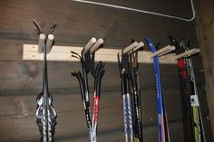 Ski rack for oppbevaring & Ski rack & Tiltre Scandinavian Cabin, Ski Lodge Decor, Ski Rack, Building A Cabin, Mountain Cottage, Garage Interior, Lake Cabins, Cabin Interiors, Cabin Homes