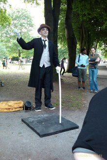 Staticman - Levitationist. Staticman is one of the world's most amazing levitationists. Based in Portugal, he has been performing for 25 years, has been in the Guinness book of records for 9 years, and holds 5 world records for his performances!