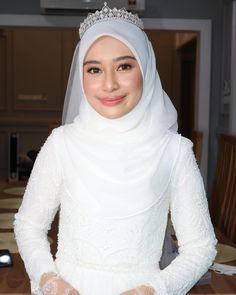 Malay Wedding Dress, Kebaya Wedding, Muslimah Wedding Dress, Muslim Wedding Dresses, Wedding Hijab, Bridal Dresses, Wedding Gowns, Modest Fashion Hijab, Muslim Fashion