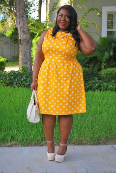 Musings of a Curvy Lady, Plus Size Fashion, Fashion Blogger, Vintage Inspired, ModCloth, Mod Summer, Polka Dots, Freshwater Pearls, La Vita Linx, A Girl in Pearls