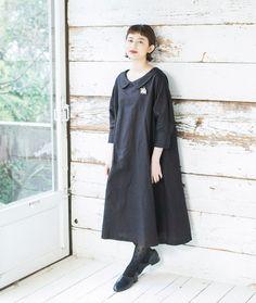 身にまとったときに、着心地の良さを感じられるデザインを大切にした、ナチュランオリジナルブランドの「Luuna miu」から、特別なシーンにもリラックスして着られる、ワンピースの新作が届きました。きちんと見えるデザイン性も備えた着こなしをご紹介します。 Mori Fashion, Modest Fashion, Fashion Dresses, Womens Fashion, Fashion Trends, Linen Dresses, Cute Dresses, Japanese Outfits, Mori Girl