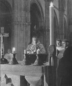 Lumière de Pâques. Dévotion monastique. Easter light. Monastic devotion. Luz de Pascua. Devociòn monàstica. Llum de Pascua. Drita e Pashkës.