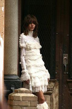 Imaginem vocês andando pelo Soho em NY (o que por si só já é um programão) e de repente vocês dão de cara com o Karl Lagerfeld fotografando a nova campanha da Chanel… Ai que luxo!!!!