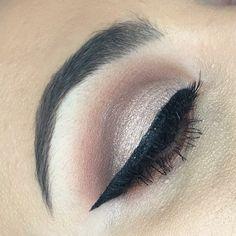 Cut crease. Wing liquid eyeliner. Eye makeup. Glam makeup. Brows.